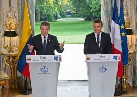 Presidents Santos and Macron