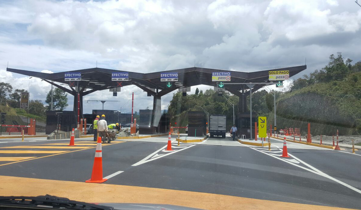 "The ""Las Palmas"" highway in Medellín scene of another fatal crash"