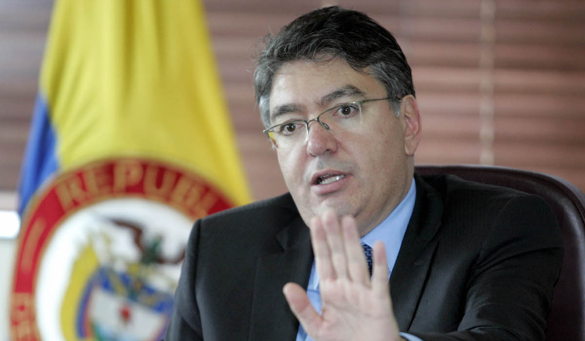 Santos approves more regulations for Colombia's finance industry